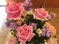限られた予算の中でしたが、工夫がたくさん。このお花をはじめとする会場の花は、職員の方の交渉と工夫で会場が楽しくなりました。